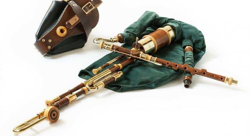 Irish Uilleann Bagpipe Practice Set  sc 1 st  Bagpipes & What Do You Need to Know About the Irish Bagpipes - Uilleann Pipes
